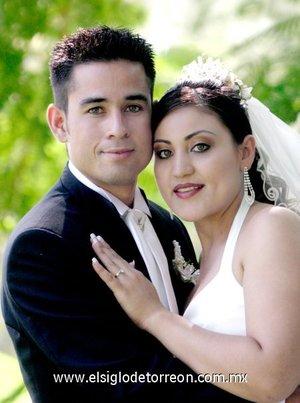Ing. Juan Carlos Gómez Durán y  Srita. María Guadalupe Adriano de León contrajeron matrimonio en la parroquia del Espíritu Santo, el sábado nueve de junio de 2007.  <p> <i>Sala Velázquez.</i>