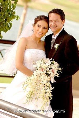 Sr. Manuel Jaidar López y Srita. Lorena González Ochoa contrajeron matrimonio en la parroquia de Nuestra Señora de la Encarnación, el sábado 26 de mayo de 2007.  <p> <i>Estudio Carlos Maqueda.</i>