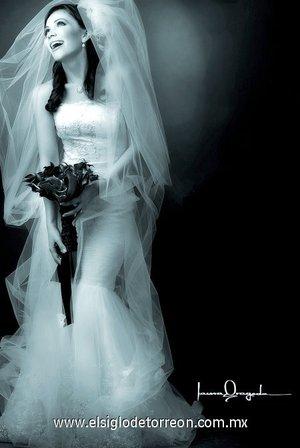 Srita. Beatriz Flores Muñoz, el día de su boda con el señor Felipe de Jesús Villalobos Ruvalcaba. <p> <i>Estudio Laura Grageda.</i>