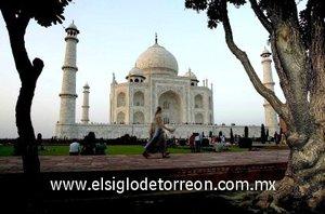 La inclusión del Taj Mahal, símbolo del amor eterno, en la lista de las siete maravillas refuerza la posición de la India como una nación dedicada al ideal del amor y la paz.