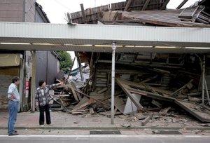Más de 60 mil viviendas de la zona del sismo permanecían sin suministro de agua, y 34 mil sin gas, expresó el funcionario local Takashi Takagi.