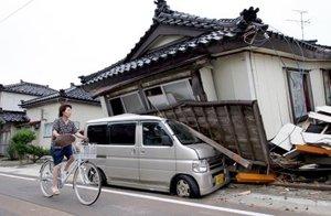 El terremoto derrumbó cientos de viviendas y causó un incendio en una planta de energía nuclear.