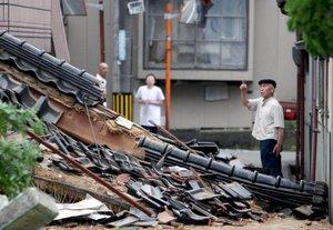 Más de 300 inmuebles de la ciudad fueron destruidos. La fuerza del sismo torció caminos y puentes costeros, mientras en el litoral hubo grietas de hasta un metro (yarda) de ancho.