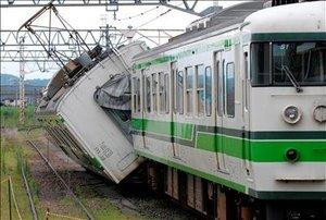 El sismo causó el descarrilamiento del vagón de un tren cuando éste se encontraba parado en una estación y no hubo lesionados.