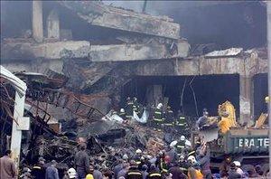 En el lugar del accidente se percibe el humo y un olor penetrante, principalmente a plástico quemado.
