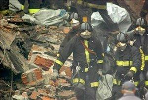 Han sido recuperados 157 cuerpos, con lo que se eleva a 160 el número confirmado de víctimas mortales, ya que tres personas heridas de gravedad en el accidente, todas ellas trabajadoras en un edificio con el que chocó el avión, fallecieron en los centros médicos a los que fueron trasladados.