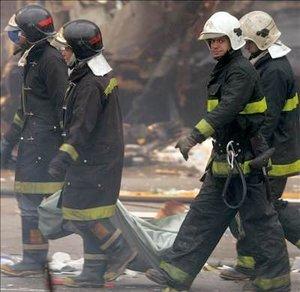 Los equipos de rescate seguían trabajando en el escenario del peor accidente de la historia de la aviación brasileña, en el que los ocupantes murieron carbonizados.
