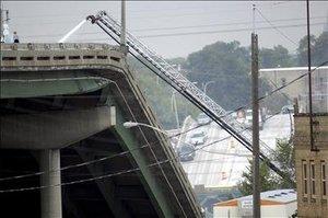 Una revisión elaborada hace dos años indicó que, en una escala de 120 puntos para medir la seguridad de la estructura, el puente de la autopista interestatal 35 sobre el río Mississippi sólo alcanzó 50.