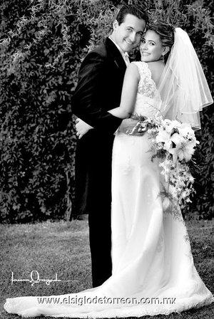 Sr. Gerardo Ortiz Rivera y Srita. Cristina Rodríguez Camacho, el día de su boda. <p> <i>Estudio Laura Grageda.</i>