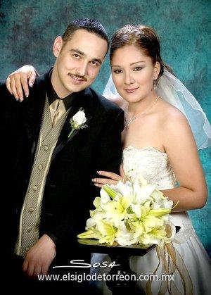 Sr. Luis Gerardo Aguirre López y Srita. Cynthia Patricia Huerta Zúñiga unieron sus vidas en matrimonio en el Santuario del Cristo de las Noas, el jueves 21 de junio de 2007. <p> <i>Studio Sosa.</i>