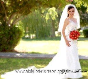 Srita. Gloria Angélica Quintero González, el día de su enlace matrimonial con el Sr. Fernando Sotomayor Dávila. <p> <i>Estudio Katia Herrera.</i>
