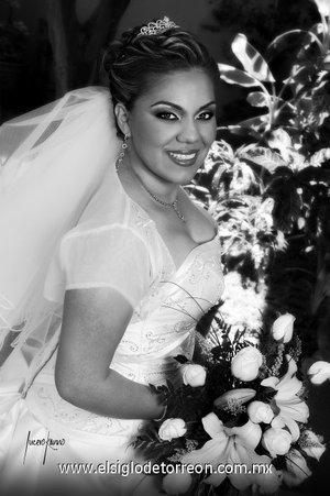 Srita. Jeannette Dueñas Curiel, el día de su boda con el Sr. Julio Iván Odriozola Cerpa. <p> <i>Estudio Lucero Kanno.</i>
