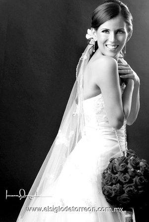 Srita. María Fernanda Belmont Mora unió su vida en matrimonio a la del Sr. Miguel Ángel Mena Flores. <p> <i>Estudio Laura Grageda.</i>