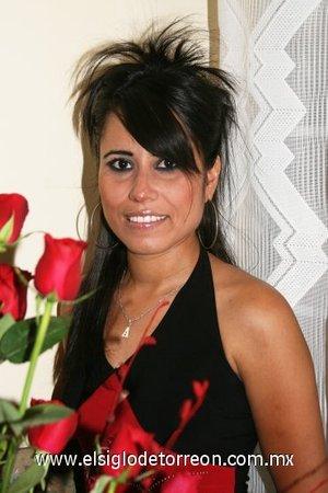01082007 Alejandra Yanela Aguilera Álvarez, en su fiesta pre nupcial con motivo de su próxima boda con Humberto Frías Mesta.