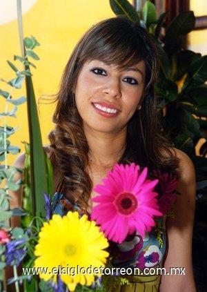 01082007 Arely López Rodríguez, fue festejada en conocido restaurante de esta ciudad por su próximo matrimonio.