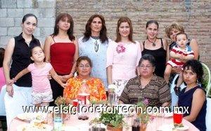 01082007 En compañía de familiares y amistades Bertha Alicia Bañuelos Torres fue despedida de su soltería, con un convivio organizado por Lilia Torres y Liliana Bañuelos.