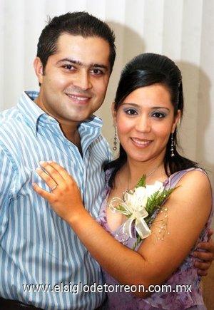 03082007 José Daniel Venegas Núñez y Érika Rodríguez Rivera, fueron despedidos de su vida de solteros.