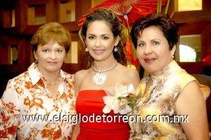 03082007 Ruth acompañada por su futura suegra Norma Martínez de Balboa y su mamá María Magdalena Guerrero de Orozco.