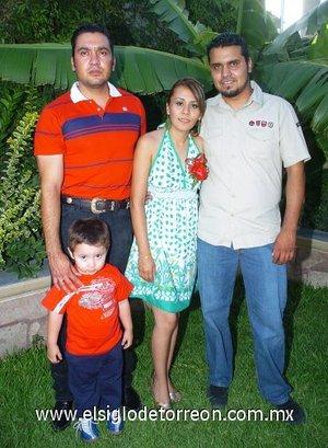 04082007 Alejandra Ángeles y José Alfredo Barretero fueron despedidos de su soltería, con un convivio organizado por María del Rosario Torres, Susana Castro y Guillermina Barretero.
