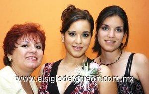 05082007 Mayela Castrellón e Ivonne Orrantia organizadoras de la despedida de soltera de  Adriana.
