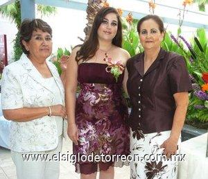 05082007 Karla Rubio Valdez, en compañía de Martha Eloína Valdez y Elsa Falcón organizadoras de su despedida de soltera.