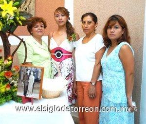 05082007 Liliana Soto Puentes, recibió fiesta de espedida de soltera por su próximo matrimonio con Azael Martínez.
