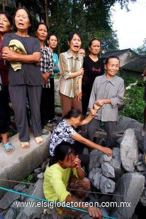 Al menos 29 obreros murieron tras derrumbarse el puente en el que trabajaban en el centro de China, en un suceso que se ha producido en plena inspección por parte del Gobierno de más de seis mil puentes del país debido a su peligroso estado.