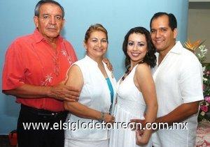 08082007 Carlos Gerardo Rodríguez y Romy Navarro Díaz junto a José Luis Rodríguez y Lidia Álvarez de Espino, anfitriones de su despedida.