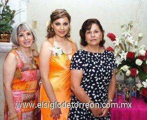 08082007 Jacqueline Dipp Armendáriz junto a Flora Saldaña y Jacqueline Armendáriz, anfitrionas de su despedida.