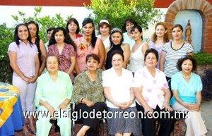 08082007 Karina Bautista Barragán, en su despedida de soltera organizada por su mamá Desdemona Barragán de Bautista, en la que estuvo acompañadas por un grupo de familiares y amistades.