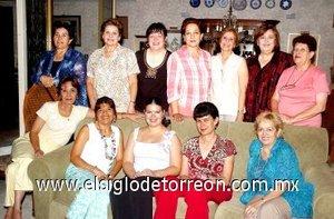 10082007 Blanca, Martha, Chepis, Nancy, Lucila, Tata,  Marilú, Angélica, Conchis, Paty y Rosita junto a Blanca Sánchez Stelzer.