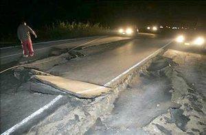 La carretera Panamericana Sur está cortada, a la altura del kilómetro 190, donde se dañó la carpeta asfáltica.