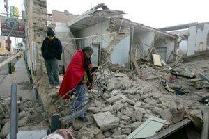 El número de muertos que dejó el terremoto de 7.9 grados en la escala de Richter que estremeció la víspera a Perú fluctúa entre los 400 y 500, mientras que los heridos llegaron a a más de un millar.