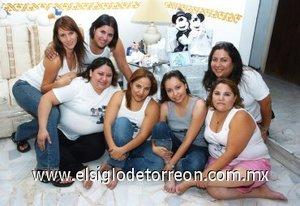 10082007 Alejandrina Quezada Herrera, acompañada de sus amigas en su despedida de soltera.