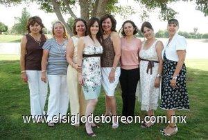 10082007 Margarita Chiffer Torres junto a Marisa de Garza, Margarita Villarreal, Chenis Salazar, Laura Jaime, Lulú de Zertuche, Yola T. de Álvarez y Brenda Monárrez, quienes le ofrecieron una despedida por su próxima boda.