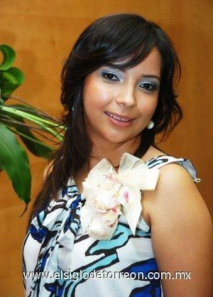 10082007 Priscila Armendáriz Flores se casará con Felipe Michel Alcaraz el próximo 29 de septiembre, motivo por el cual disfrutó de una despedida.