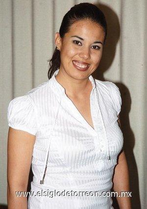 11082007 Liliana Segovia Nava se casará el próximo 25 de agosto con Luis Gerardo Magallanes Vera, motivo por el cual disfrutó de una despedida de soltera.