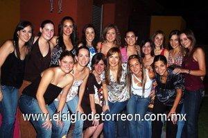 12082007 Ale en compañía de Lizeth, Sofía, Maribel, Susy, Karla, Cecy, Katia, Ale, Any, Angélica, Jaqui, Daniela, Paola, Lore y Claudia