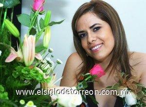 12082007 Brenda de la Rosa, en la fiesta de despedida que le ofrecieron por su próximo enlace con Luis Enrique Ramírez.