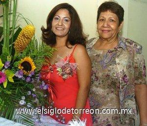 12082007 Gisela Reyes Zavala junto a Socorro Cárdenas González, anfitriona de su despedida.