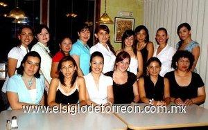 12082007 Liliana Segovia Nava recibió muchas felicitaciones de parte de sus amigas, en la despedida que le ofrecieron por su próxima boda.