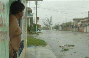 Dean ha dejado al menos trece muertos, cuatro en Haití, dos en Dominica, uno en Santa Lucía, cuatro más en República Dominicana y otros dos en Jamaica,