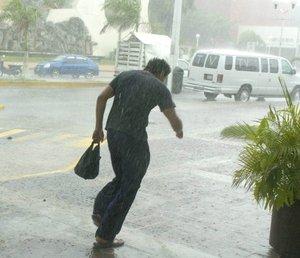La pequeña capital de Quintana Roo, despidió en pie al huracán Dean.