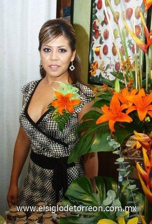 15082007 Maribel Villanueva Salas, en su despedida con motivo de su próxima boda con Felipe Nájera Salazar.