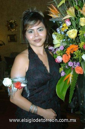 15082007 Roberta Érika Gutiérrez Muñoz, en la fiesta pre nupcial que le ofrecieron por su boda con Miguel Ángel Hernández Luna, a efectuarse el próximo 29 de septiembre.