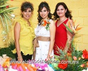 16082007_J_María José junto a su tía, Ángeles Hernández y su futura suegra, Hilda Maldonado.