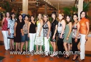 17082007_v_Ana Érika Fernández junto a algunas de las asistentes a su festejo pre nupcial.