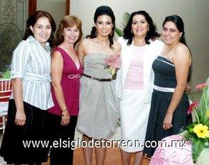 27082007 Silvia Hernández Pedroza, Silvia Pedroza Mojica y Evangelina Castillo de Trujillo junto a la futura novia.