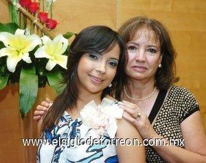 20082007 Priscilla Armendáriz Flores junto a su futura suegra, Olivia Alcaraz de Michel, anfitriona de su despedida.