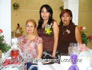21082007 Claudia Lorena Candelas Cardona, en la despedida que le ofrecieron María de los Ángeles Cardona y Alicia Moreno de Martínez.